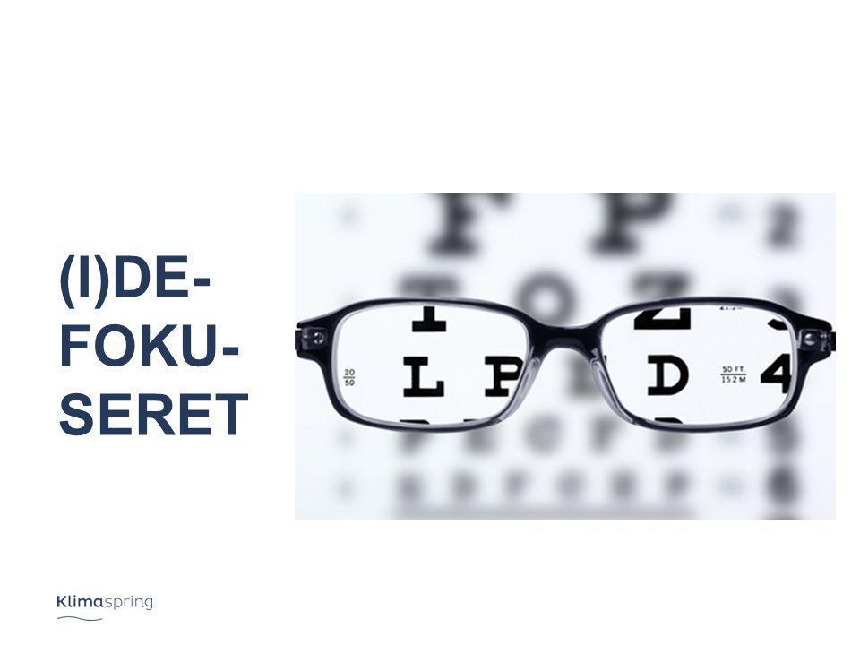 (I)De- foku- seret