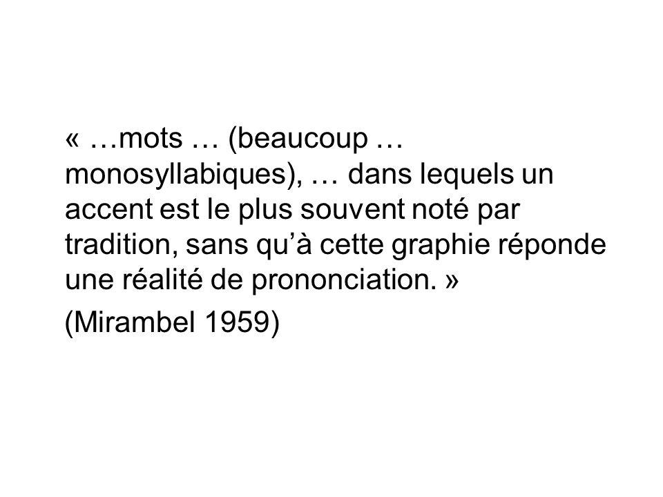 « …mots … (beaucoup … monosyllabiques), … dans lequels un accent est le plus souvent noté par tradition, sans qu'à cette graphie réponde une réalité de prononciation. »