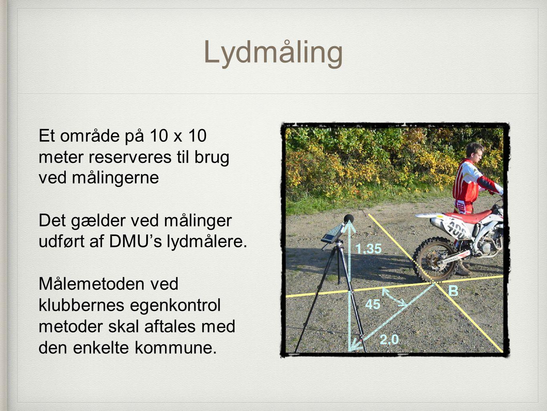 Lydmåling Et område på 10 x 10 meter reserveres til brug ved målingerne. Det gælder ved målinger udført af DMU's lydmålere.