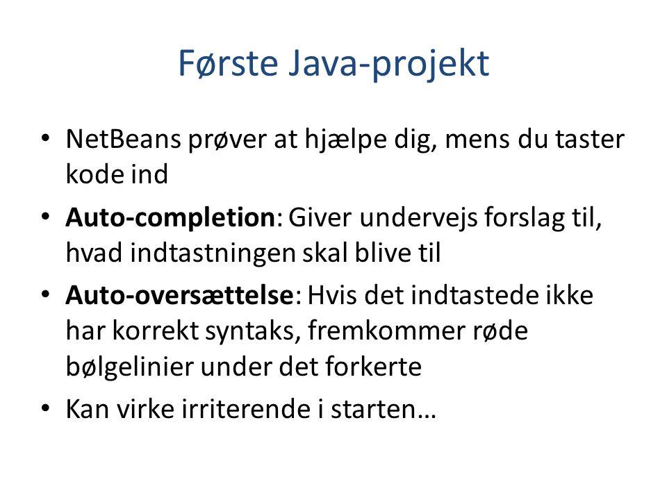 Første Java-projekt NetBeans prøver at hjælpe dig, mens du taster kode ind.