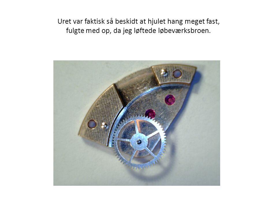 Uret var faktisk så beskidt at hjulet hang meget fast, fulgte med op, da jeg løftede løbeværksbroen.