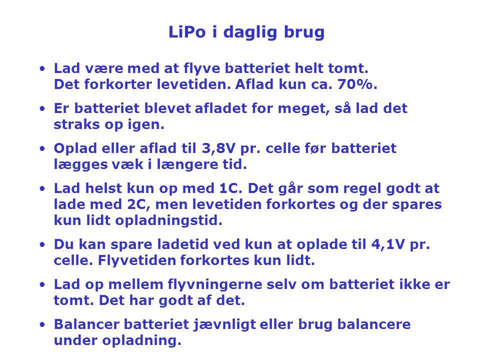LiPo i daglig brug Lad være med at flyve batteriet helt tomt. Det forkorter levetiden. Aflad kun ca. 70%.