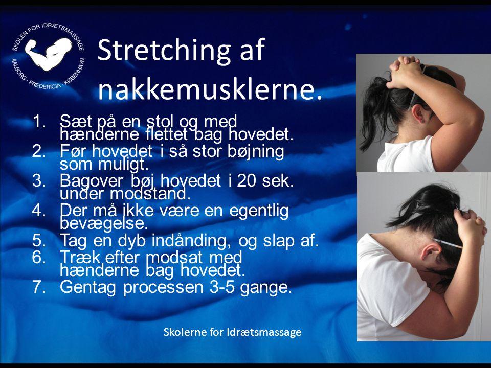 Stretching af nakkemusklerne.