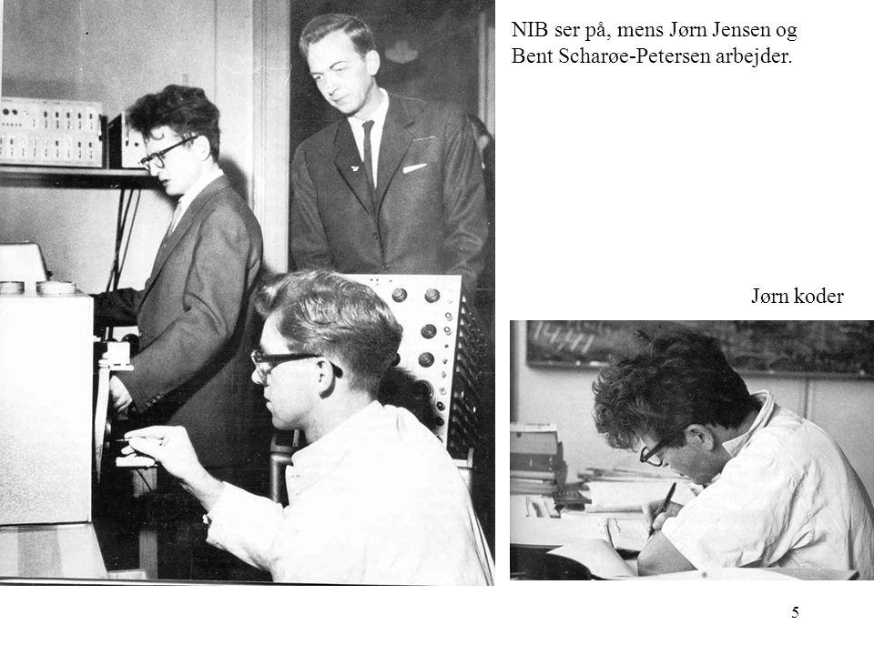 NIB ser på, mens Jørn Jensen og Bent Scharøe-Petersen arbejder.