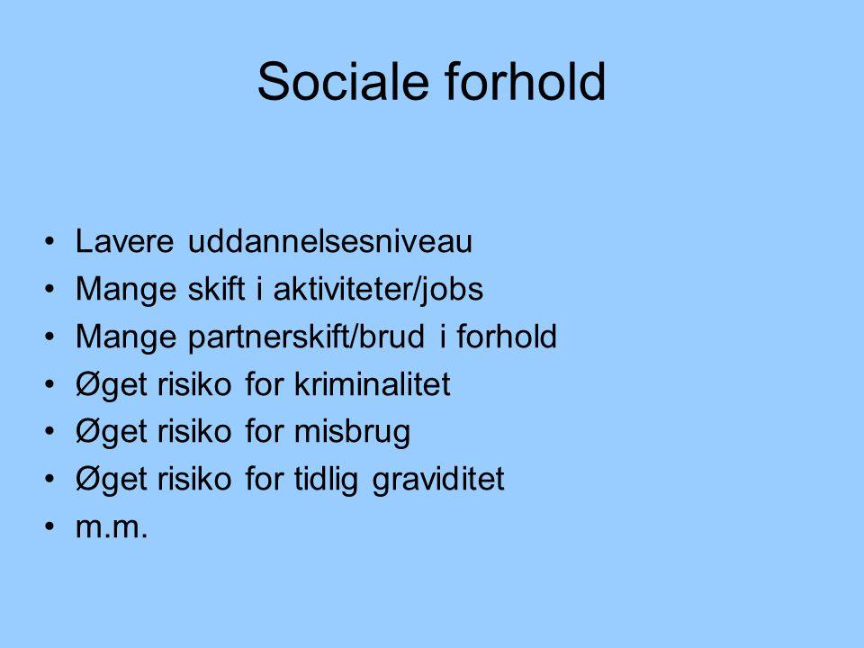 Sociale forhold Lavere uddannelsesniveau