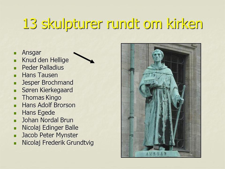 13 skulpturer rundt om kirken