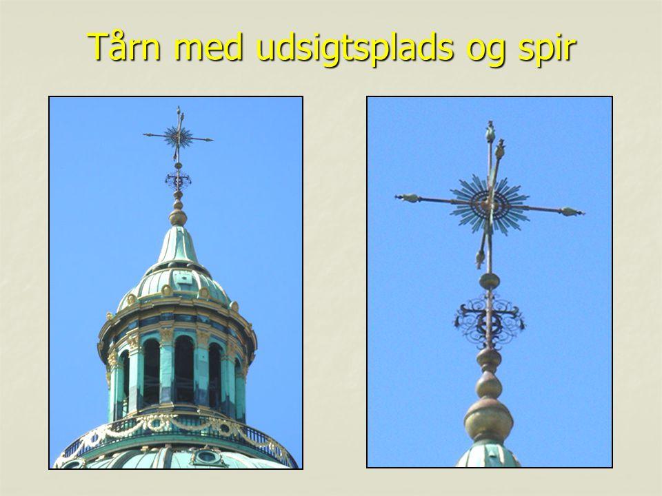 Tårn med udsigtsplads og spir