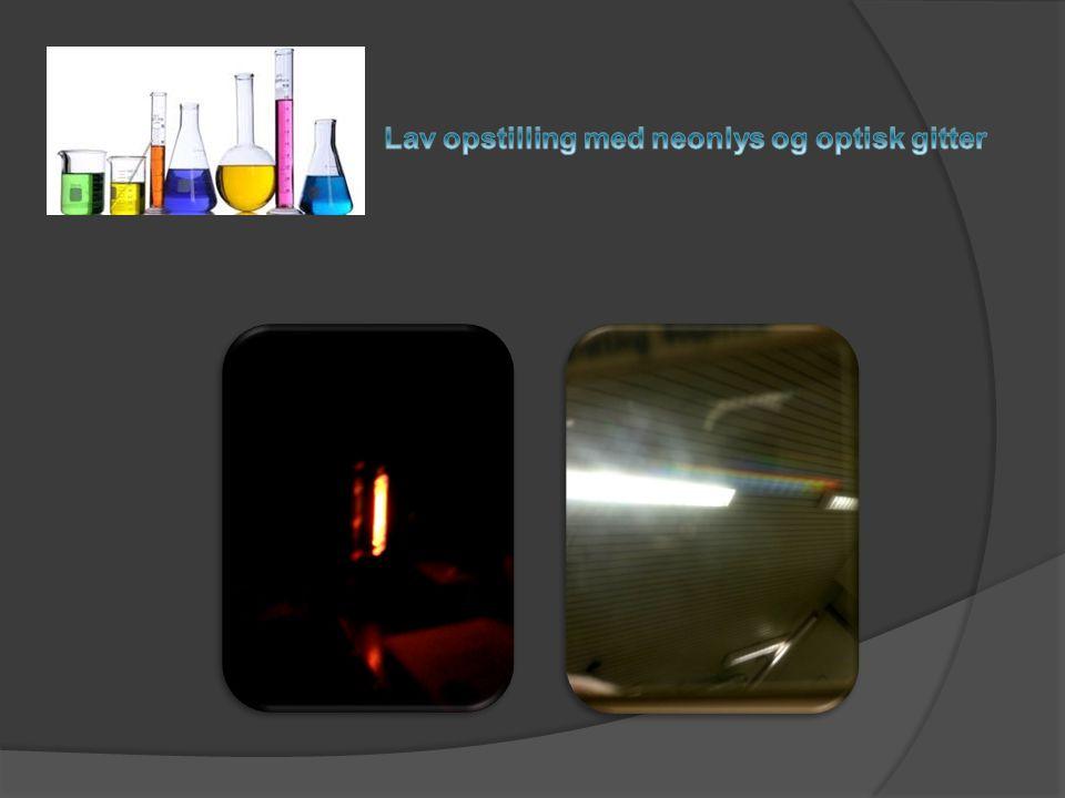 Lav opstilling med neonlys og optisk gitter
