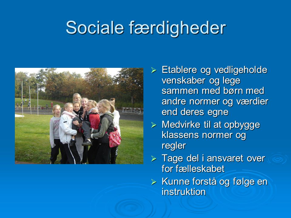 Sociale færdigheder Etablere og vedligeholde venskaber og lege sammen med børn med andre normer og værdier end deres egne.