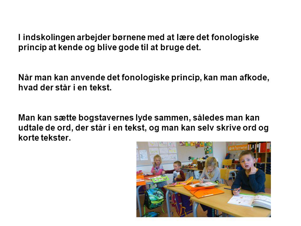 I indskolingen arbejder børnene med at lære det fonologiske princip at kende og blive gode til at bruge det.