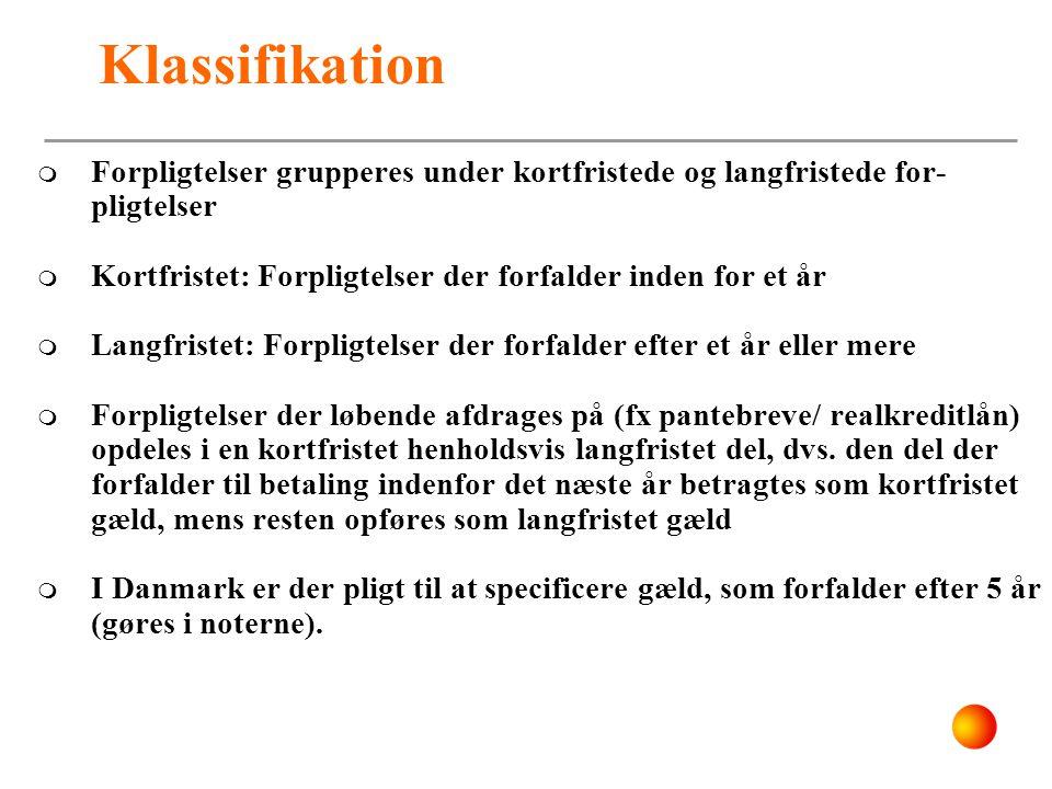 Klassifikation Forpligtelser grupperes under kortfristede og langfristede for-pligtelser. Kortfristet: Forpligtelser der forfalder inden for et år.