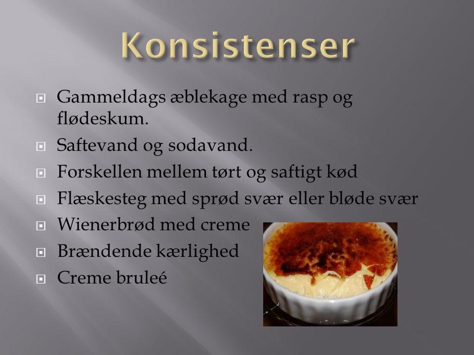 Konsistenser Gammeldags æblekage med rasp og flødeskum.