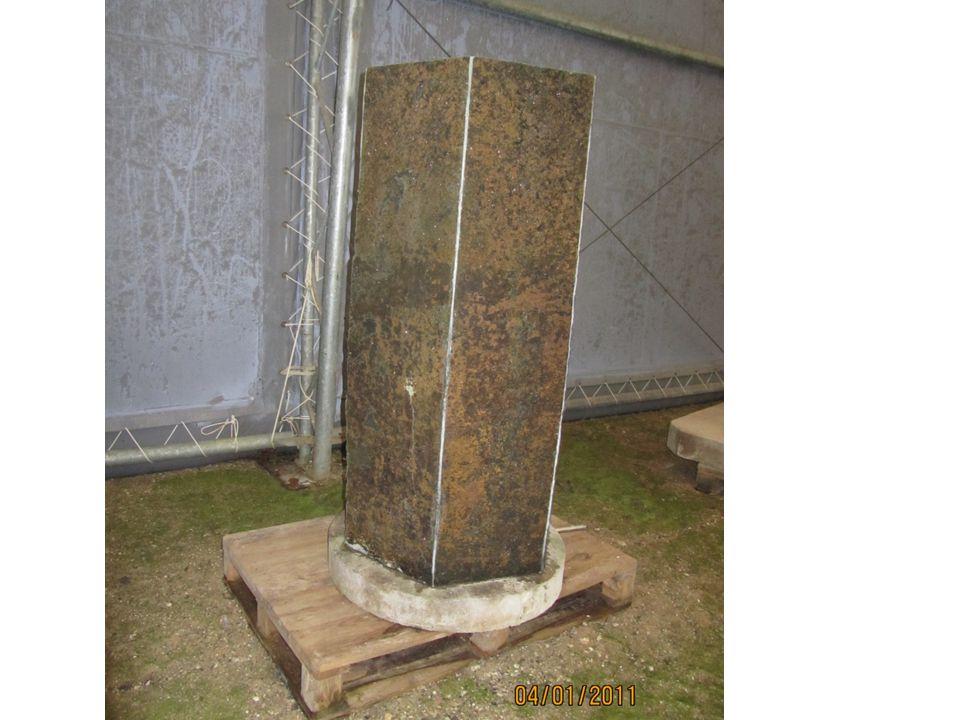 Sekskantet granit stele