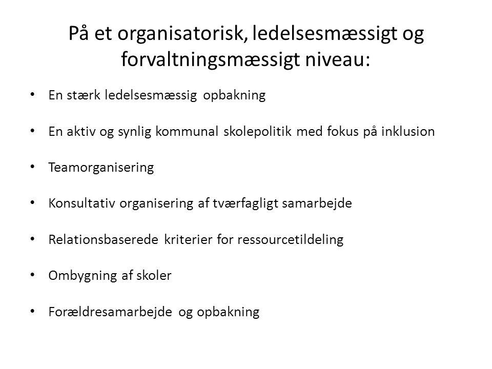 På et organisatorisk, ledelsesmæssigt og forvaltningsmæssigt niveau: