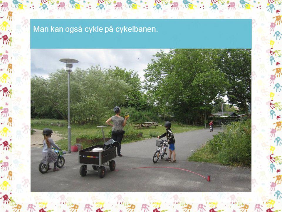 Man kan også cykle på cykelbanen.