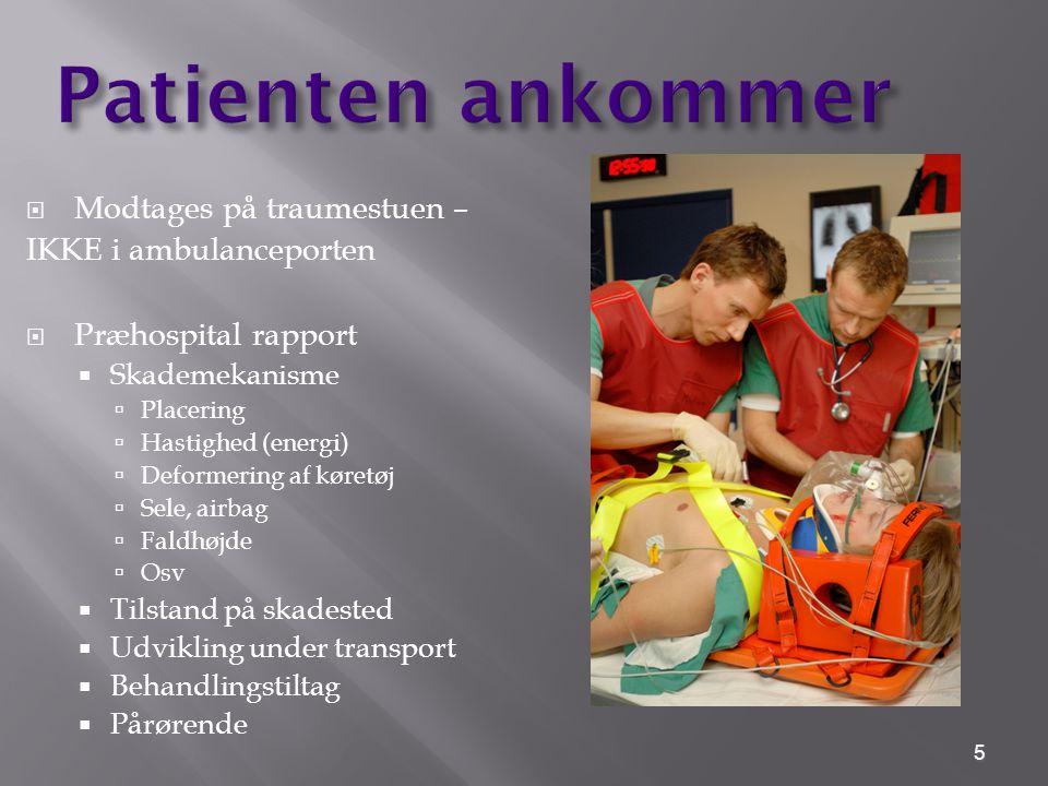 Patienten ankommer Modtages på traumestuen – IKKE i ambulanceporten